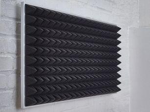 Pyramidipintainen akustiikkavaahtomuovi